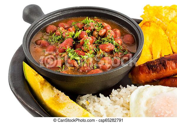 Un plato tradicional colombiano llamado Banda paisa: un plato típico de Medellín que incluye carne, frijoles, huevos y plátano - csp65282791