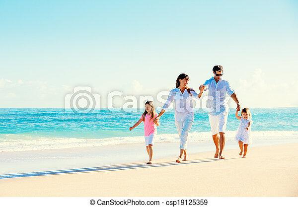 plage, famille, heureux - csp19125359