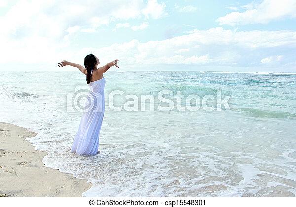 plage, femme, ouvrir bras, délassant - csp15548301