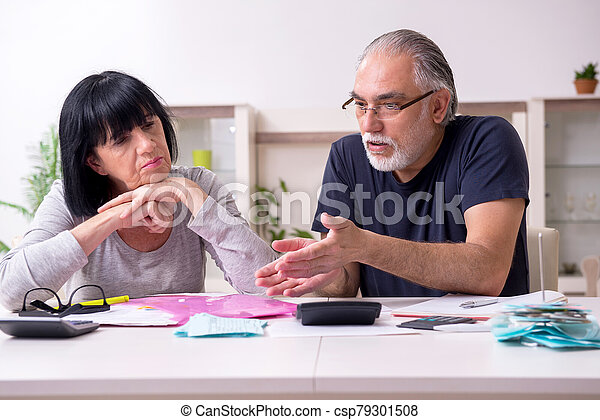 planes, financiero, pareja, discutir, 3º edad - csp79301508