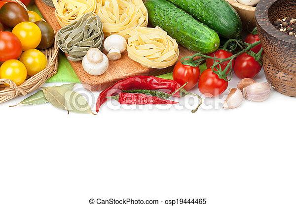 Ingredientes frescos para cocinar: pasta, tomate, pepino, hongos y especias. Aislado de fondo blanco - csp19444465