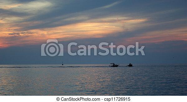 Abstraer el océano y el fondo del atardecer - csp11726915