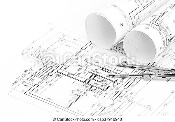 Rollos de planos arquitectónicos y planos del suelo con brújula de dibujo - csp37910940