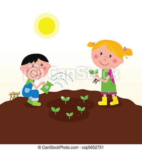 Niños plantando plantas en el jardín - csp5652751