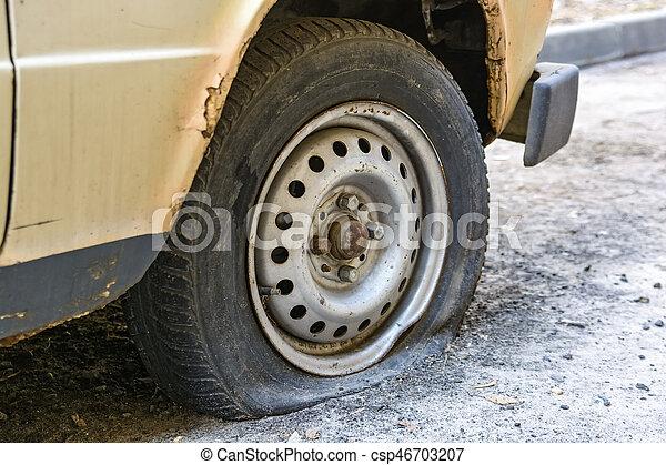 plat vieux route pneu voiture plat trottoir pneu. Black Bedroom Furniture Sets. Home Design Ideas