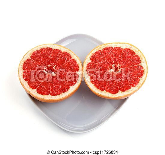 Fruta roja. La fruta cortada en un plato azul - csp11726834