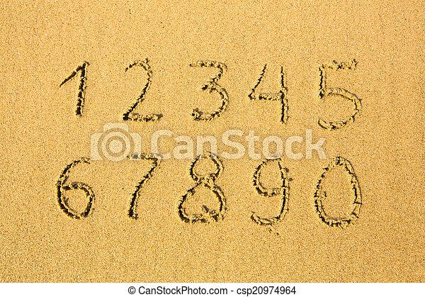 Números en una playa arenosa (0-9) - csp20974964