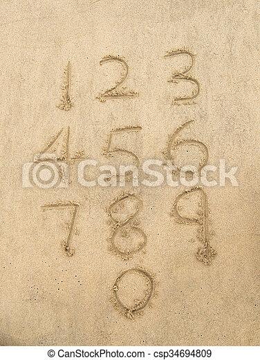 Números del uno al diez escritos en una playa arenosa. - csp34694809