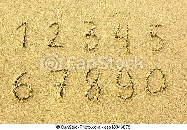 Números uno a diez escritos en una playa arenosa. - csp18346878