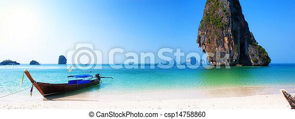 Barco de viaje en la playa de la isla de Tailandia. Trasfondo de paisajes de la costa tropical - csp14758860
