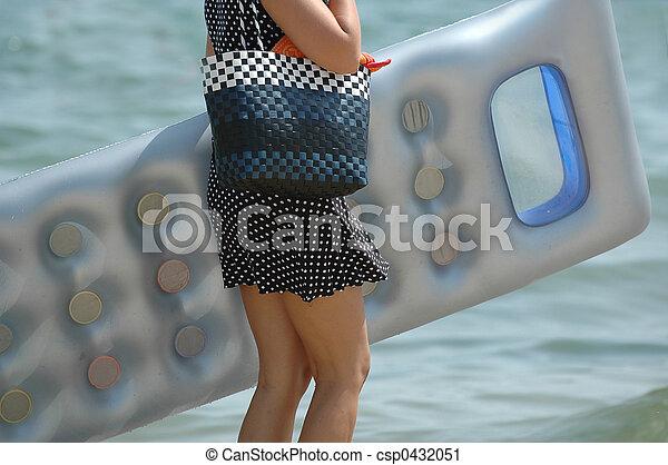 Mujer en la playa - csp0432051