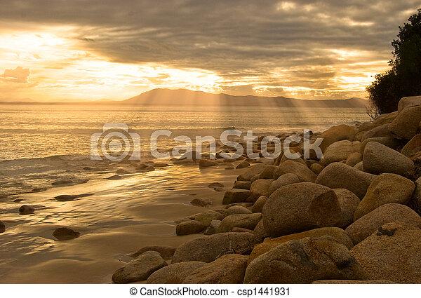 Amanecer en la playa - csp1441931