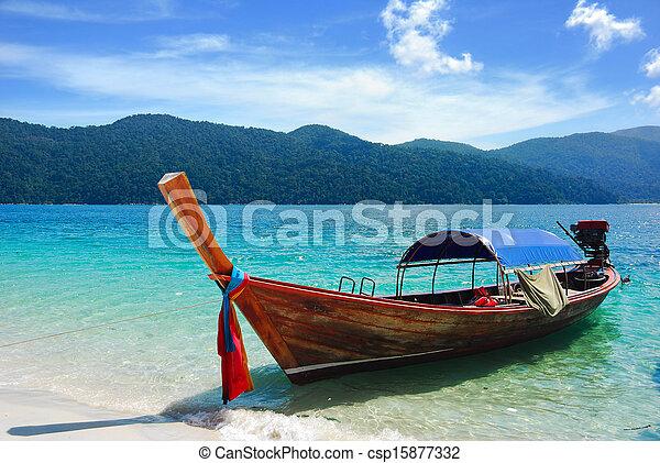 Barco tailandés tradicional en la playa, Rawi Island, thaila - csp15877332