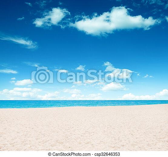 Playa tropical - csp32646353