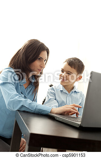 playing computer games - csp5901153