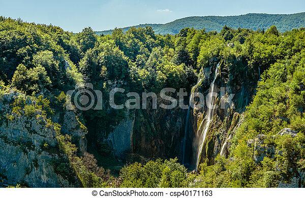 Cascadas en lagos flexibles del parque nacional - csp40171163