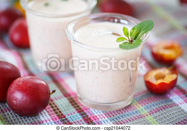 plum smoothie - csp21044072