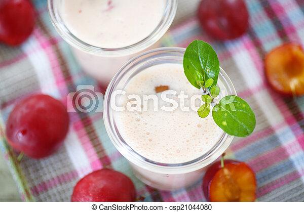 plum smoothie - csp21044080