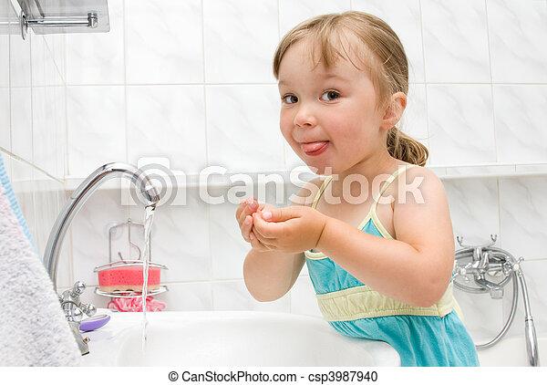 poco, cuarto de baño, niña - csp3987940