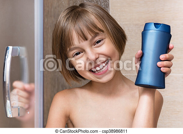 poco, cuarto de baño, niña - csp38986811