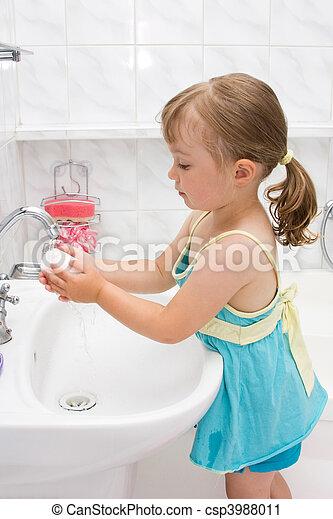 poco, cuarto de baño, niña - csp3988011