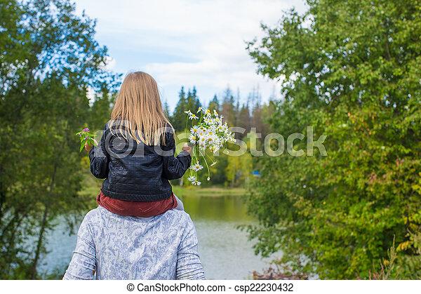 poco, figlia, padre, parco, indietro, felice, vista - csp22230432