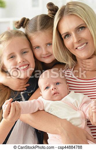 Madre con hijas pequeñas - csp44884788