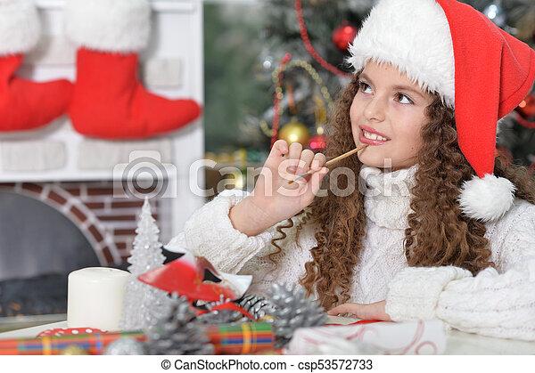 Una niña preparándose para Navidad - csp53572733