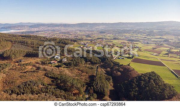 Vista aérea de un pequeño pueblo - csp67293864
