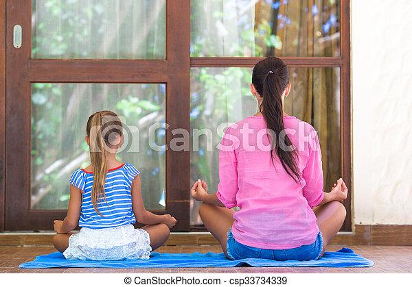 Poco Yoga Terraza Mamá Aire Libre Niña Ejercicio Feliz