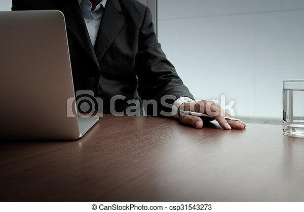 pojęcie, handlowy, pracujący, nowoczesny, ręka, komputer, biznesmen, nowy, strategia - csp31543273