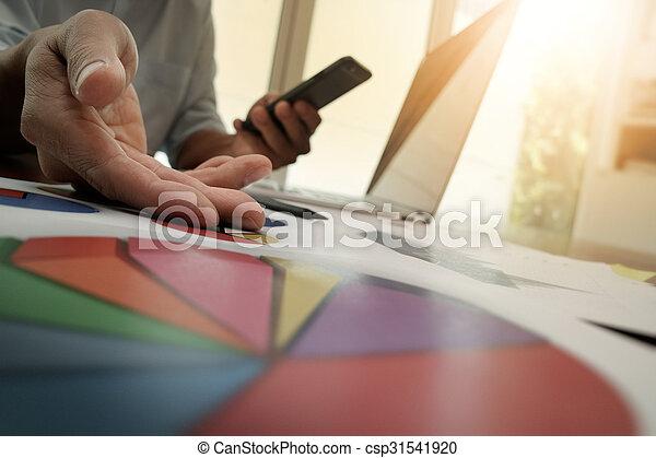 pojęcie, handlowy, pracujący, nowoczesny, ręka, komputer, biznesmen, nowy, strategia - csp31541920