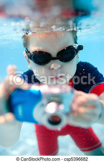 pojke, litet, simning undervattens - csp5396682