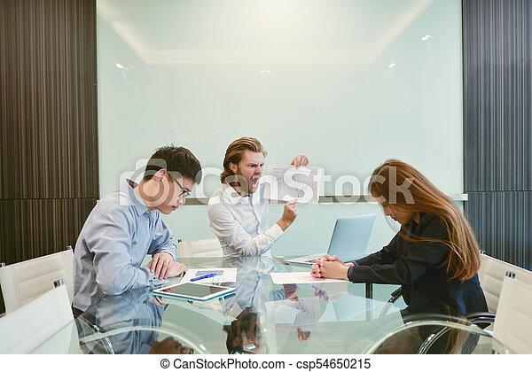 pokój, handlowy, składanie winy na kogoś, asian, pracownik, blondynka, spotkanie, człowiek - csp54650215