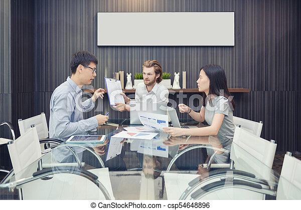 pokój, handlowy, składanie winy na kogoś, asian, pracownik, blondynka, spotkanie, człowiek - csp54648896
