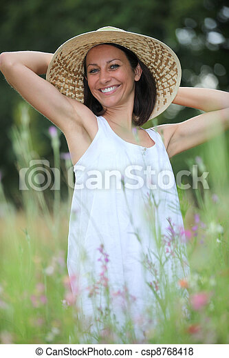 pole, kobieta, kapelusz - csp8768418