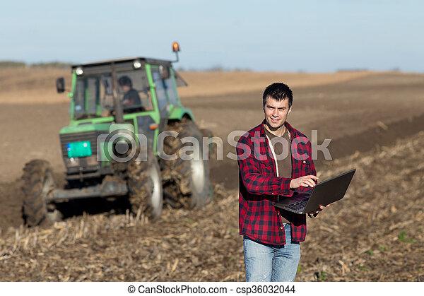 pole, laptop, rolnik - csp36032044
