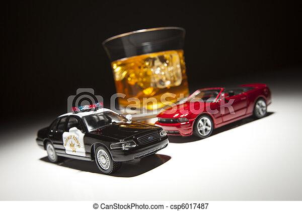Policía y deportivo junto a una bebida alcohólica - csp6017487