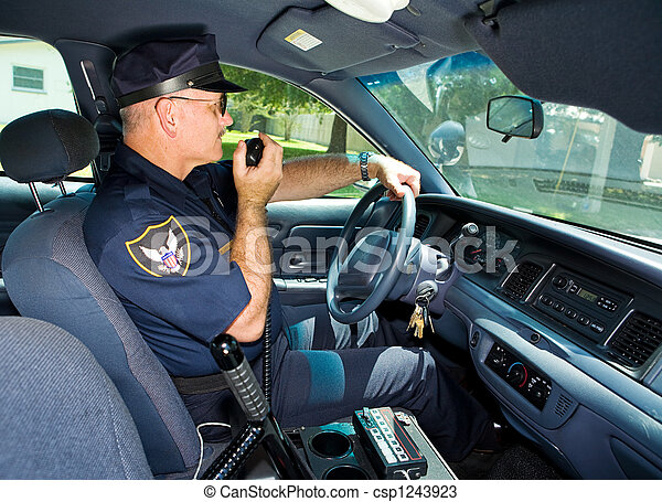 Policeman On Radio - csp1243923