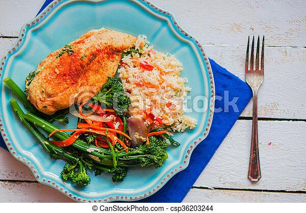 Pollo a la parrilla lleno de espinacas - csp36203244