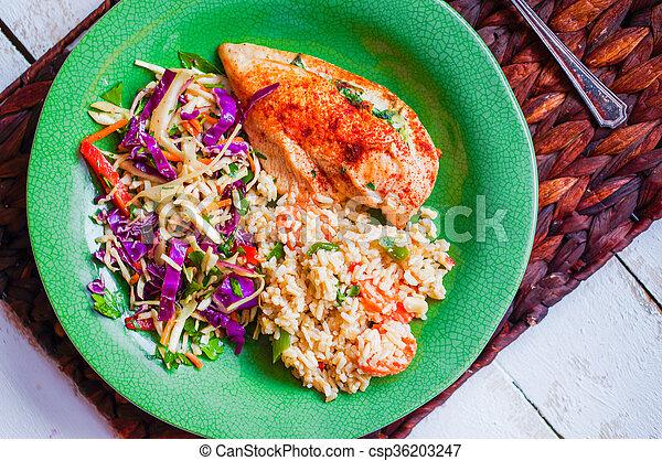 Pollo a la parrilla lleno de espinacas - csp36203247
