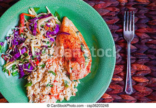 Pollo a la parrilla lleno de espinacas - csp36203248