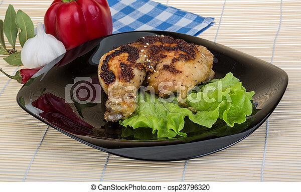 Pata de pollo asada - csp23796320