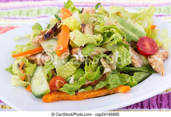 Ensalada de pollo asado en California - csp24146895