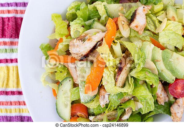 Ensalada de pollo asado en California - csp24146899
