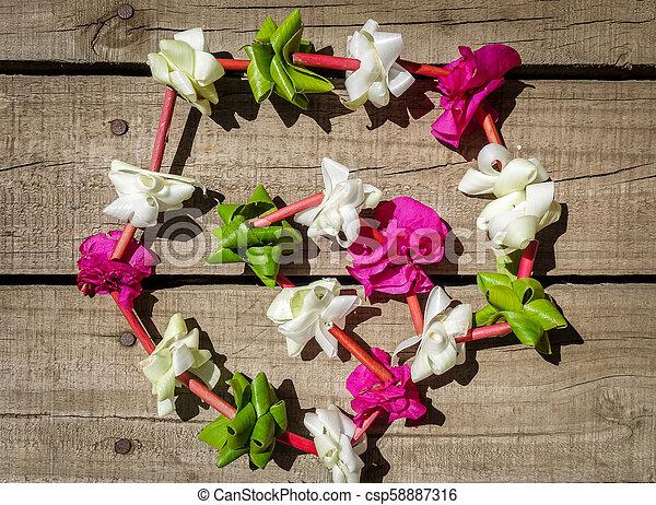 Polynesian flower necklace - csp58887316