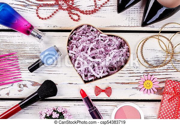 pompe, produits de beauté, chaussures - csp54383719