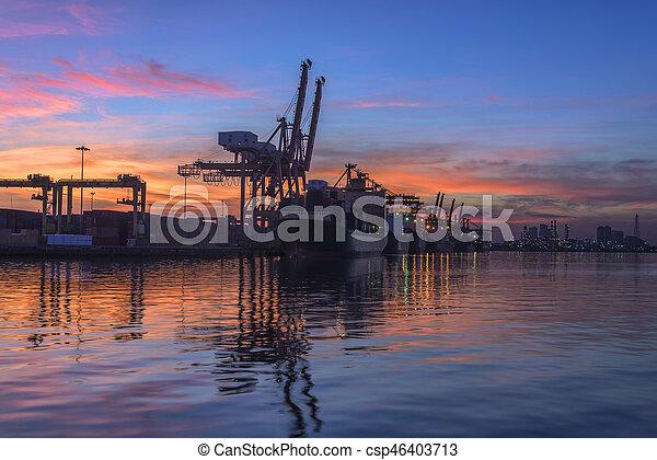 pont, récipient cargaison, fond, fonctionnement, crépuscule, grue, chantier naval, exportation, logistique, importation, fret, coucher soleil, bateau - csp46403713