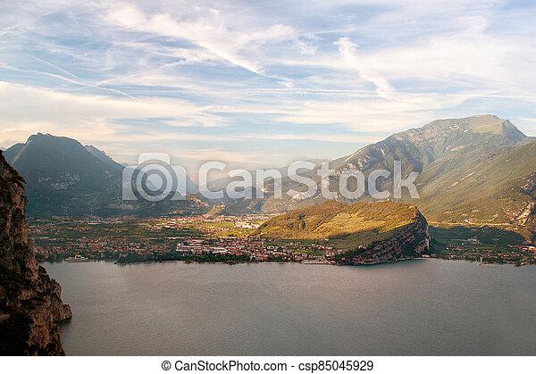 popředí, garda, riva, dokola, -, skalní stěna, lago, garda, itálie, di, hory, del, jezero - csp85045929