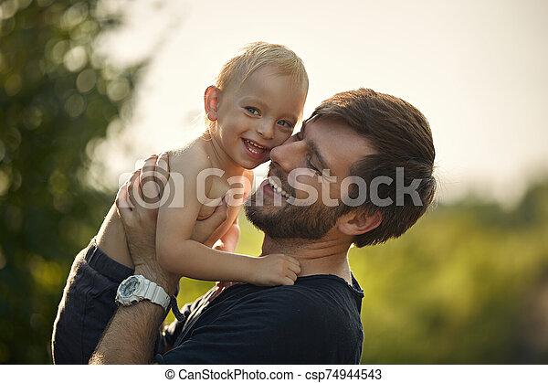 porter, closeup, fils, sien, portrait, bien-aimé, papa, gai - csp74944543